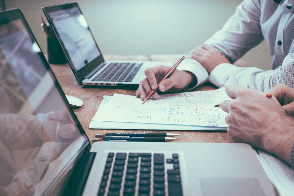 API連携とCSV連携では何が違う?業務がどう変わる?
